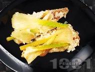 Рецепта Печена риба треска с резене и сметана във фолио на фурна